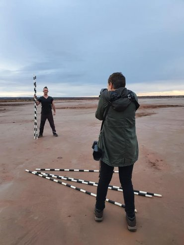 Melissa Drummond photographing Carl Heslop in Kalgoorlie for The Beauty Index by Annette Carmichael